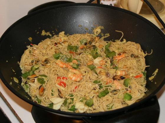 Wok de le mer et ses nouilles chinoises