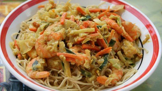 Crevettes sautée à l'asiatique et nouilles chinoise