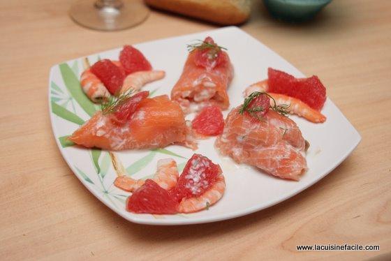 Rouleaux de saumon aux crevettes et pamplemousse