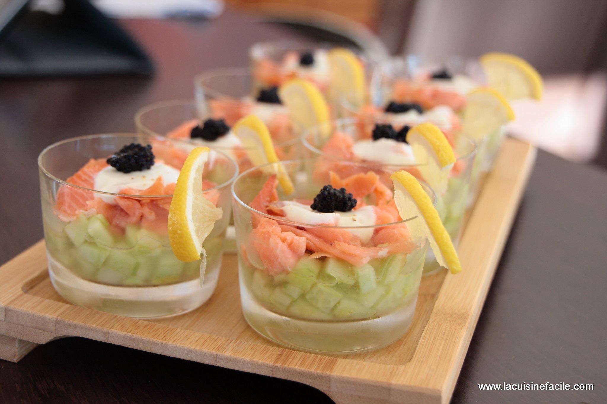 Verrine au saumon fumé, dés de concombre et citron