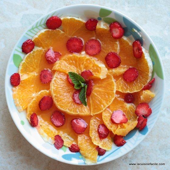 Salade de fraises à l'orange parfumée à la menthe