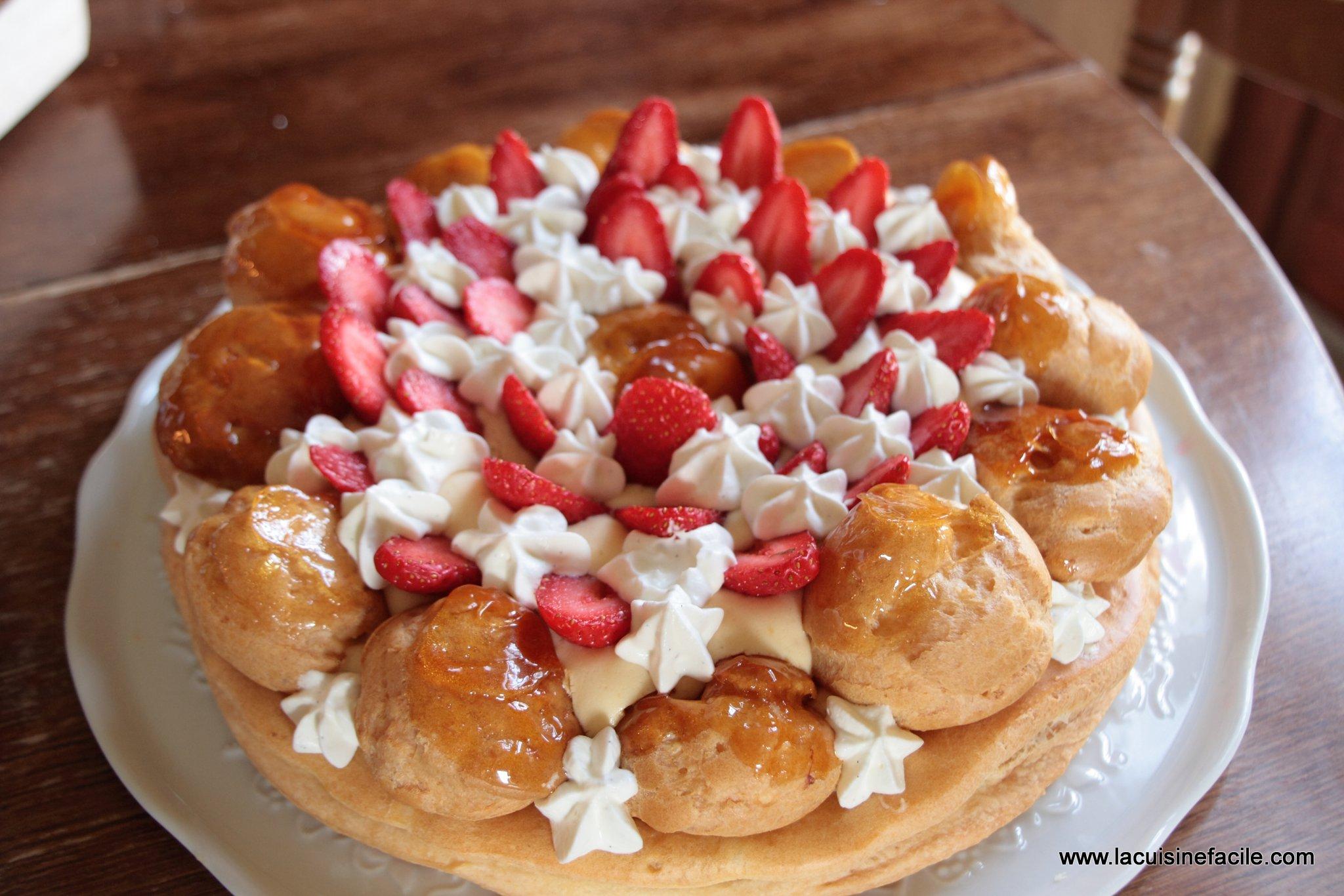 Saint Honoré à la crème chiboust, chantilly vanillée et fraises